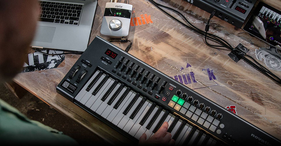 Novation Launchkey 61 میدی کنترلر
