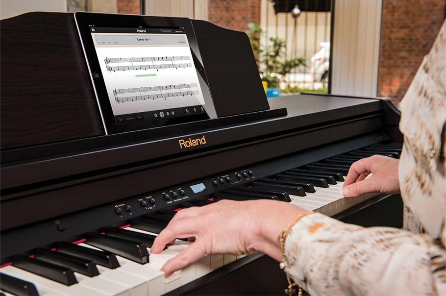 Roland RP501 پیانو دیجیتال